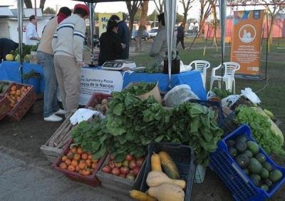Productores venden productos de granja, verduras y hortalizas a precios populares