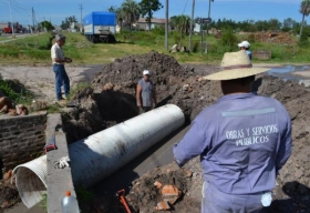 SANTA LUCIA: Continúan obras alcantarillado y limpieza de desagües