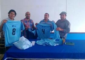 El Presidente del Partido Liberal donó camisetas a equipo de fútbol de la zona rural