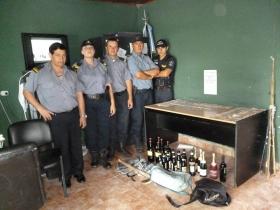 CRUZ DE LOS MILAGROS: Tres detenidos tras robar mercaderías y dinero
